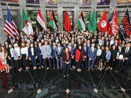 Foto de um grande grupo de pessoas (© The Coca-Cola Company)