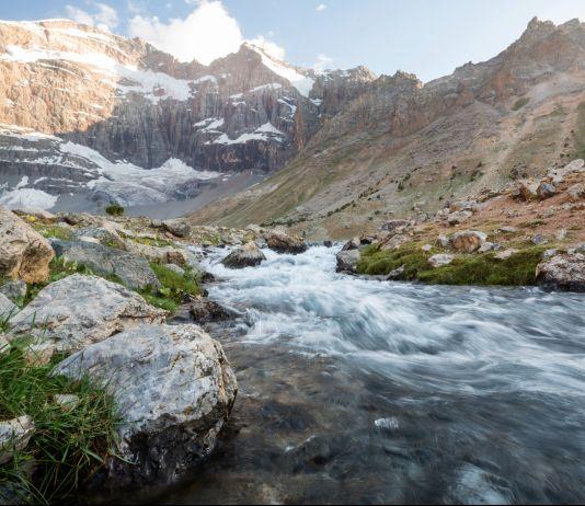 Rushing mountain river (© Shutterstock)