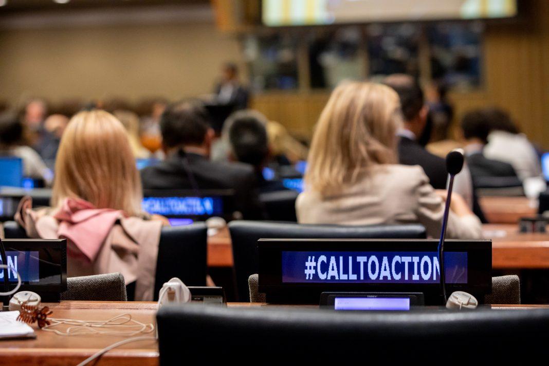 Personas sentadas en un auditorio (© Laura Jarriel/U.N.)