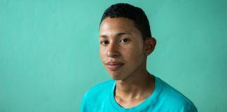 Luis posant pour la photo (Thomas Cristofoletti pour l'USAID)
