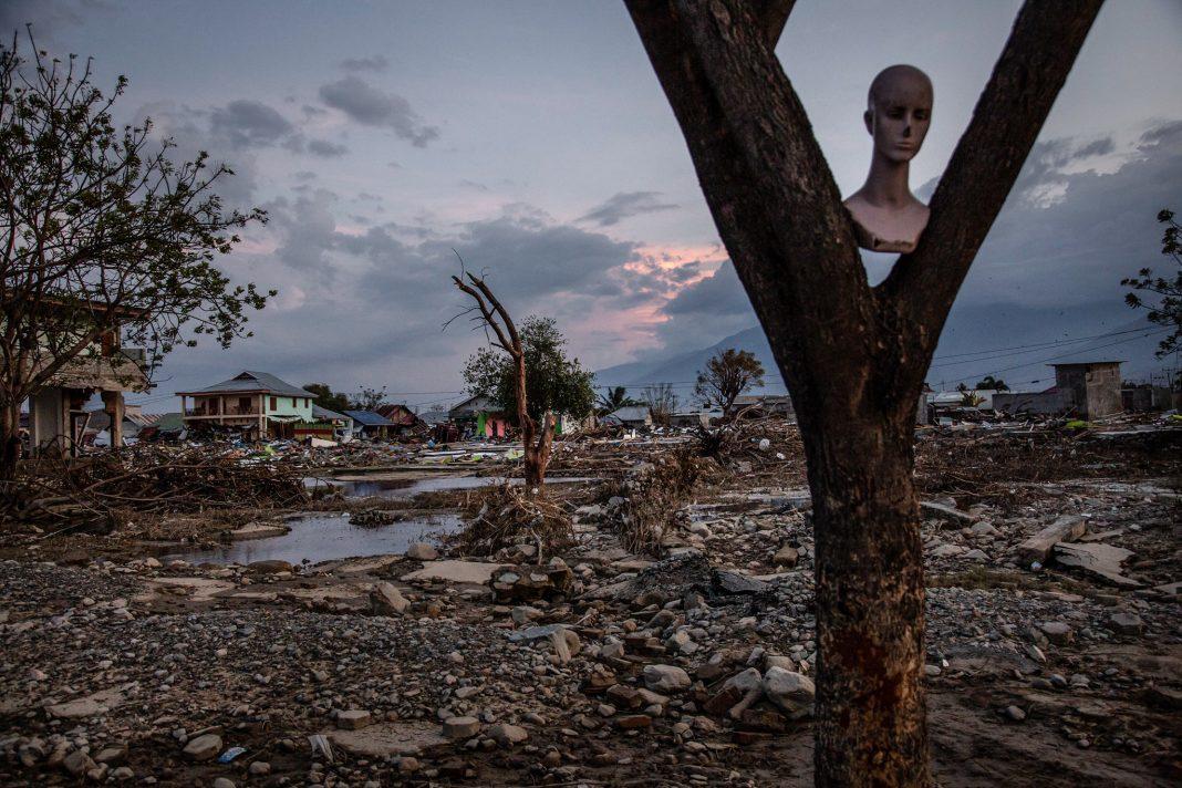 Palu, Sulawesi merasakan dampak gempa bumi dan tsunami 28 September. Bantuan datang dari Amerika Serikat dan negara-negara lain di seluruh dunia. (© Ulet Ifansasti/Getty Images)