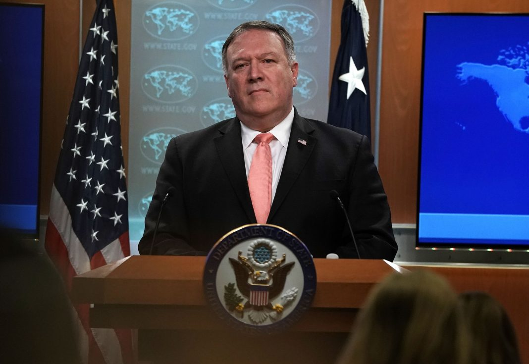 Mike Pompeo at lectern (© Alex Wong/Getty Images)