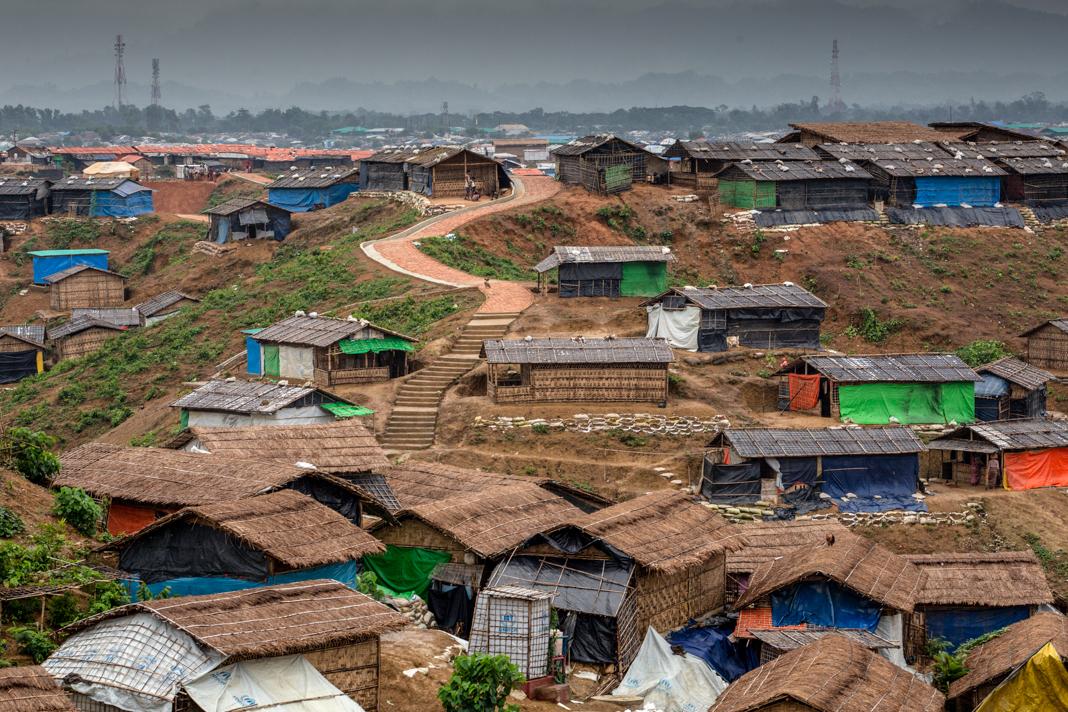 Hilly community of small dwellings (© U.N./K.M. Asad)