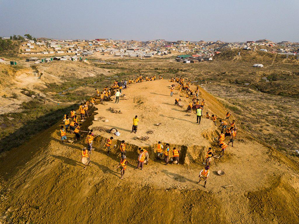 Laborers working on mound (© UNHCR/Roger Arnold)