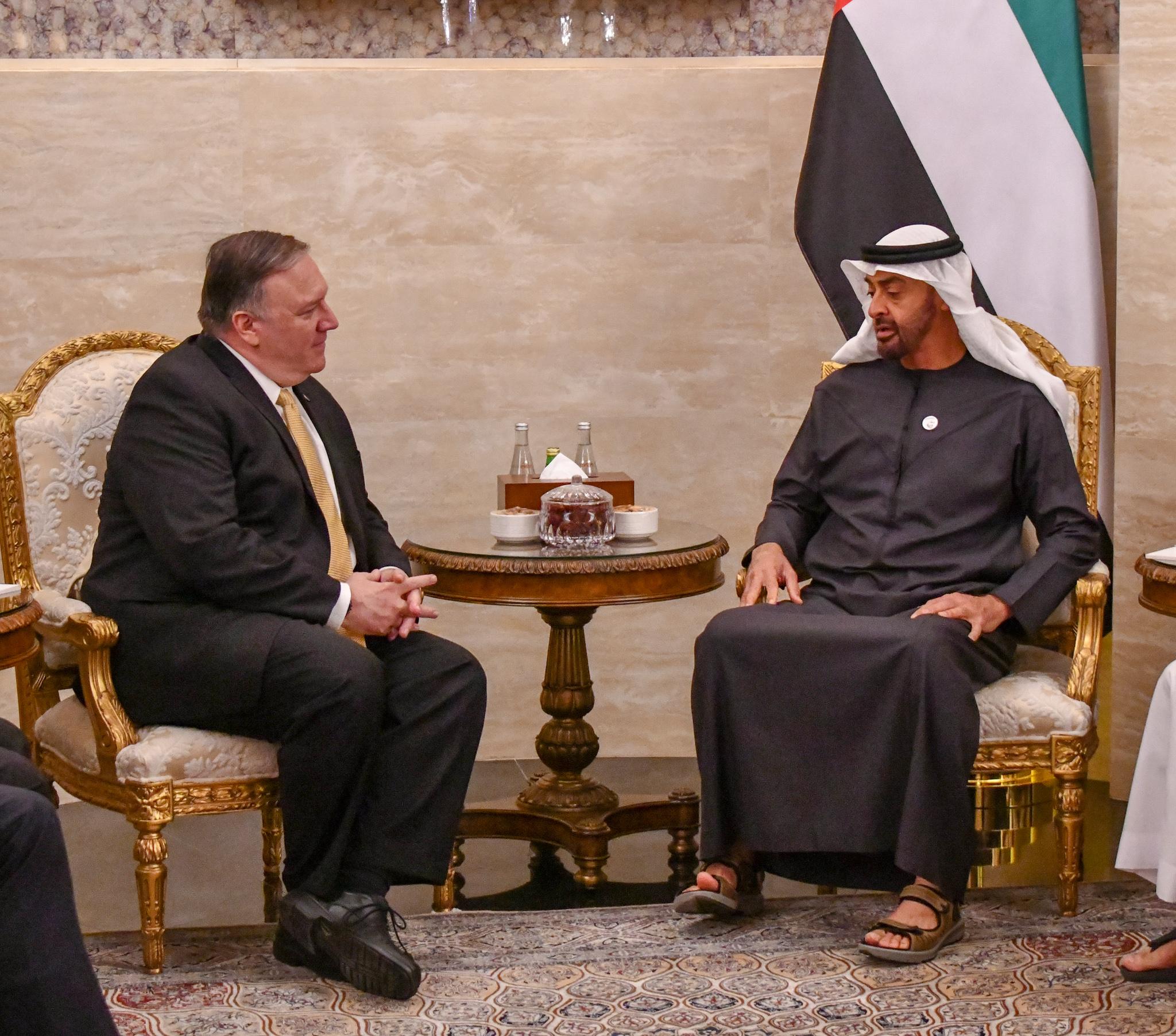 两位领导人正在交谈(美国国务院)