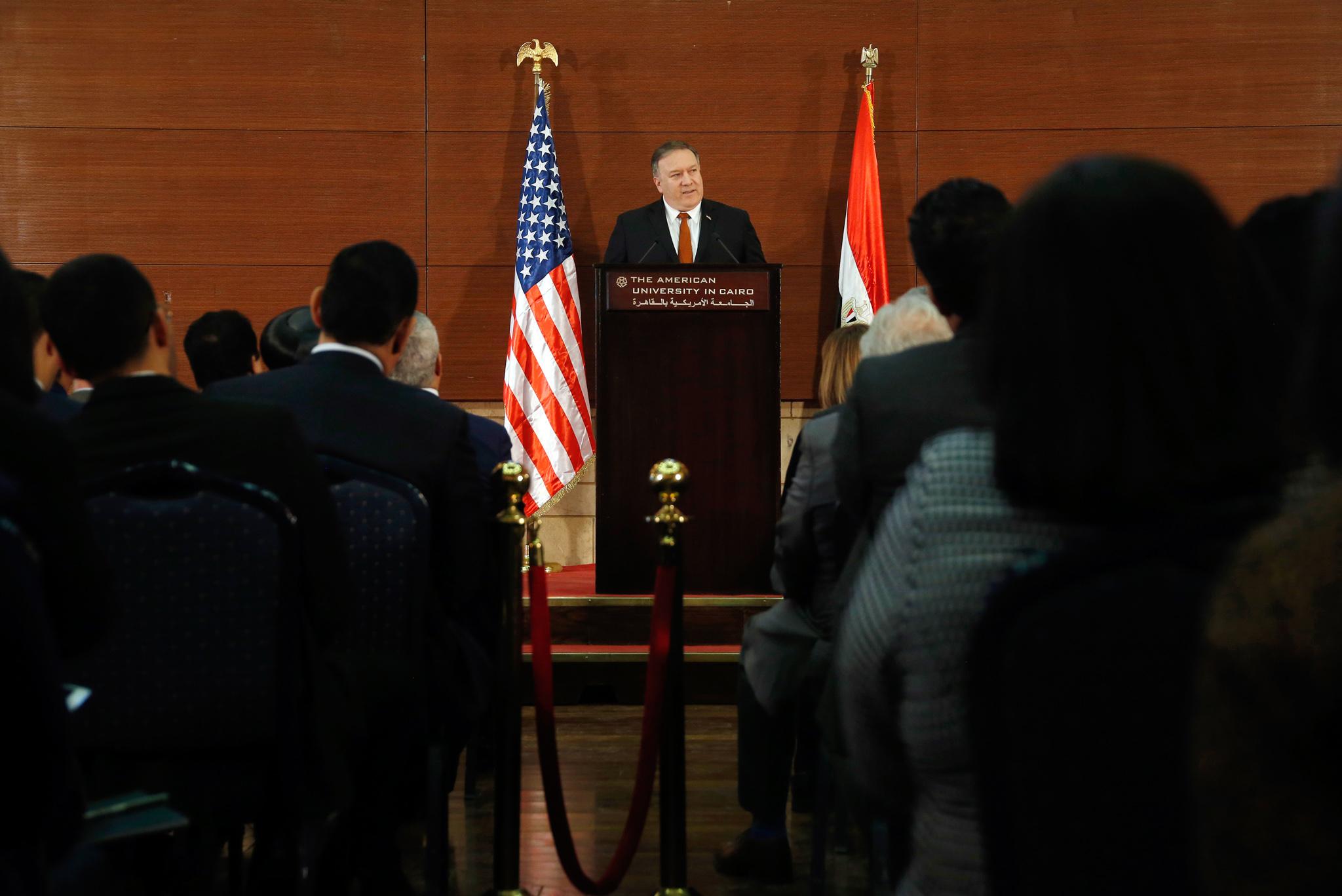 蓬佩奥国务卿发表讲话(© Amr Nabil/AP Images)