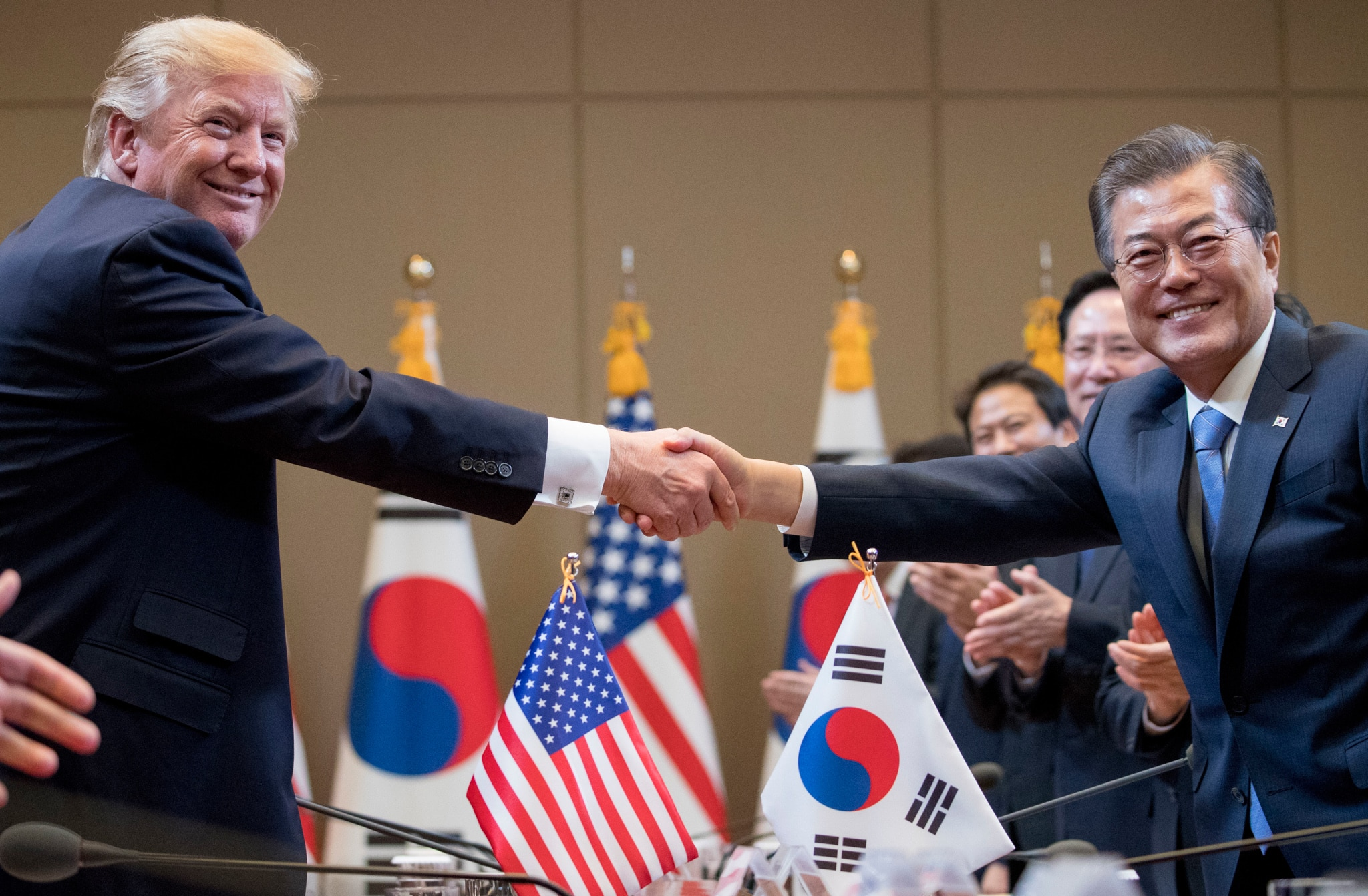 Donald Trump shaking hands with Moon Jae-in (© Andrew Harnik/AP Images)