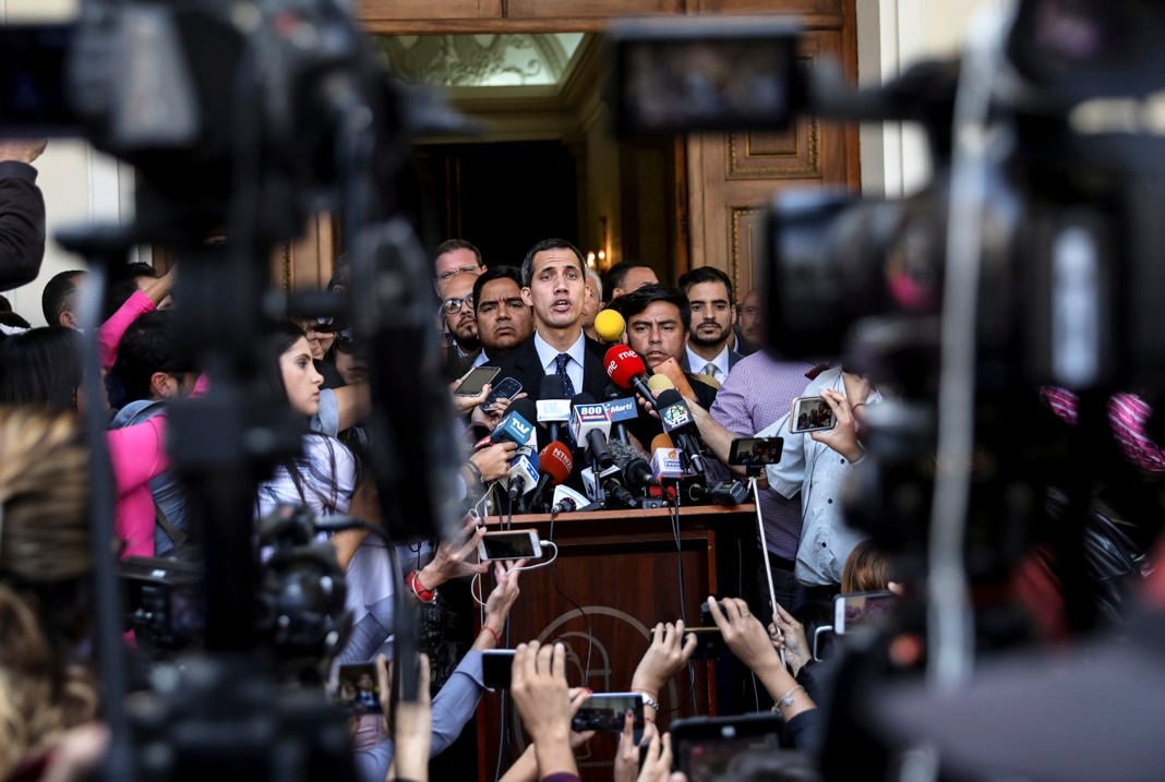 Juan Guaidó talking to members of the media (© Rodrigo Abd/AP Images)