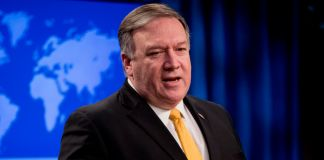 Mike Pompeo speaking at lectern (©Andrew Harnik/AP Images)
