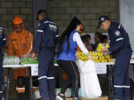 Rescue workers preparing humanitarian aid for Venezuelans (© Fernando Vergara/AP Images)