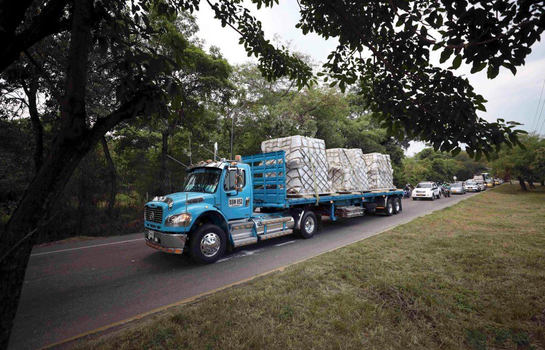 Convoy of trucks transporting humanitarian aid to Venezuela (© Fernando Vergara/AP Images)