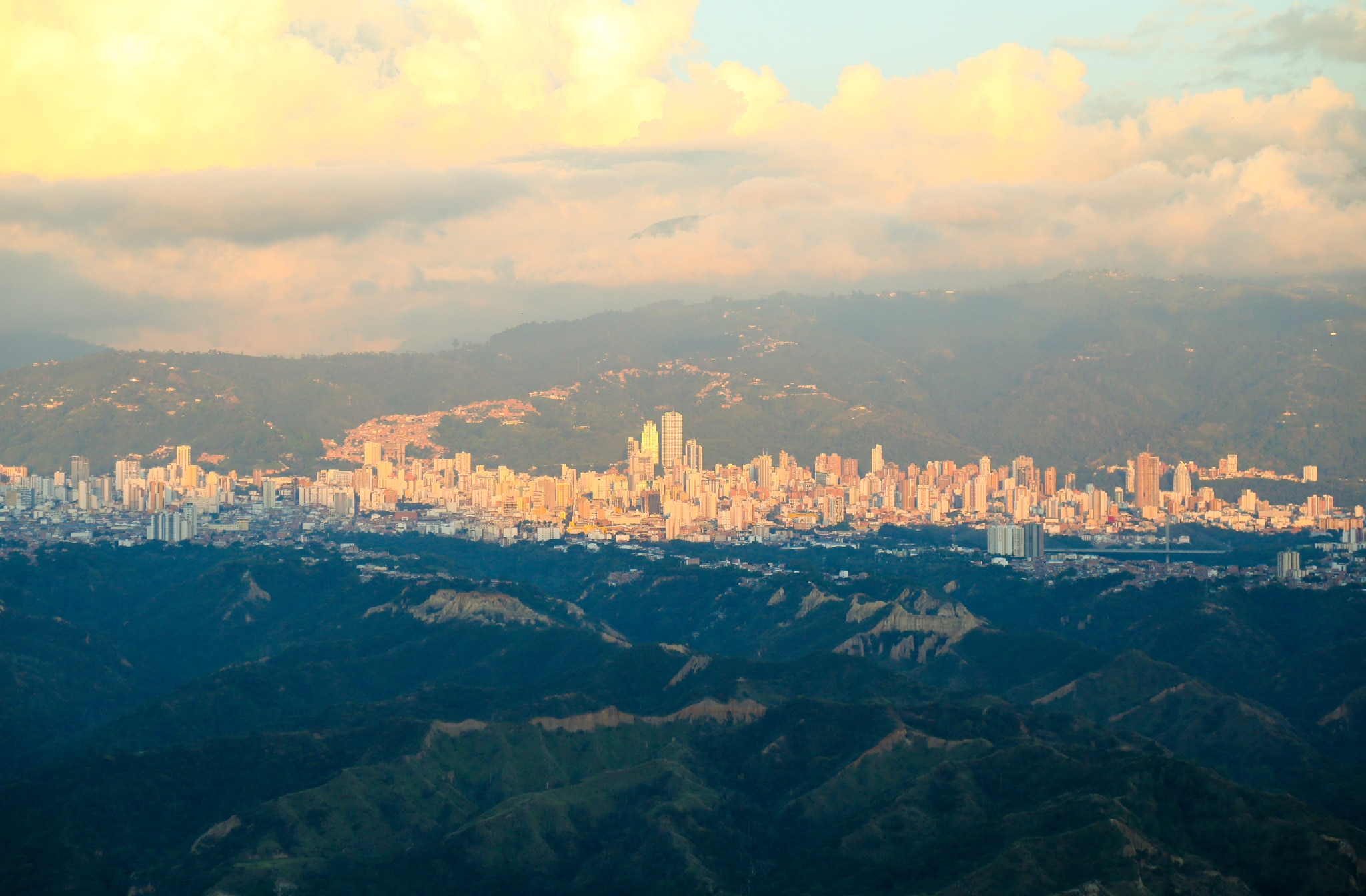 Bucaramanga, Colombia, as seen from the air (Alison Harding/USAID/OFDA)
