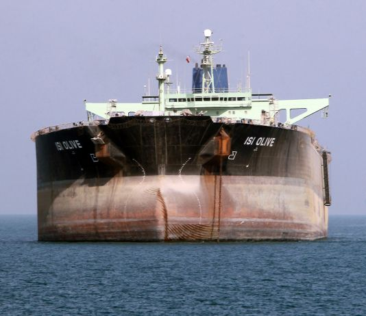 Oil tanker on water (© Atta Kenare/AFP/Getty Images)