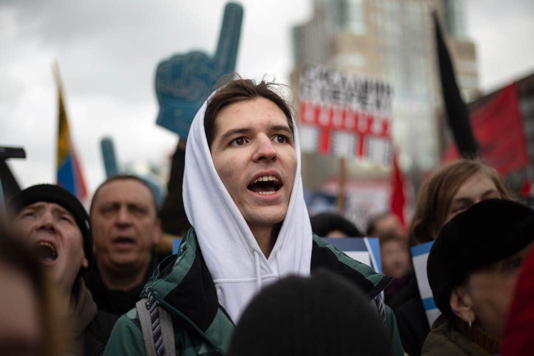 Man shouting during a protest (© Alexander Zemlianichenko/AP Images)