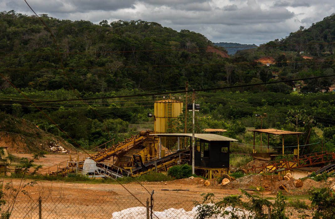 Gold mining facility in Venezuela (© Manaure Quintero/Bloomberg/Getty Images)