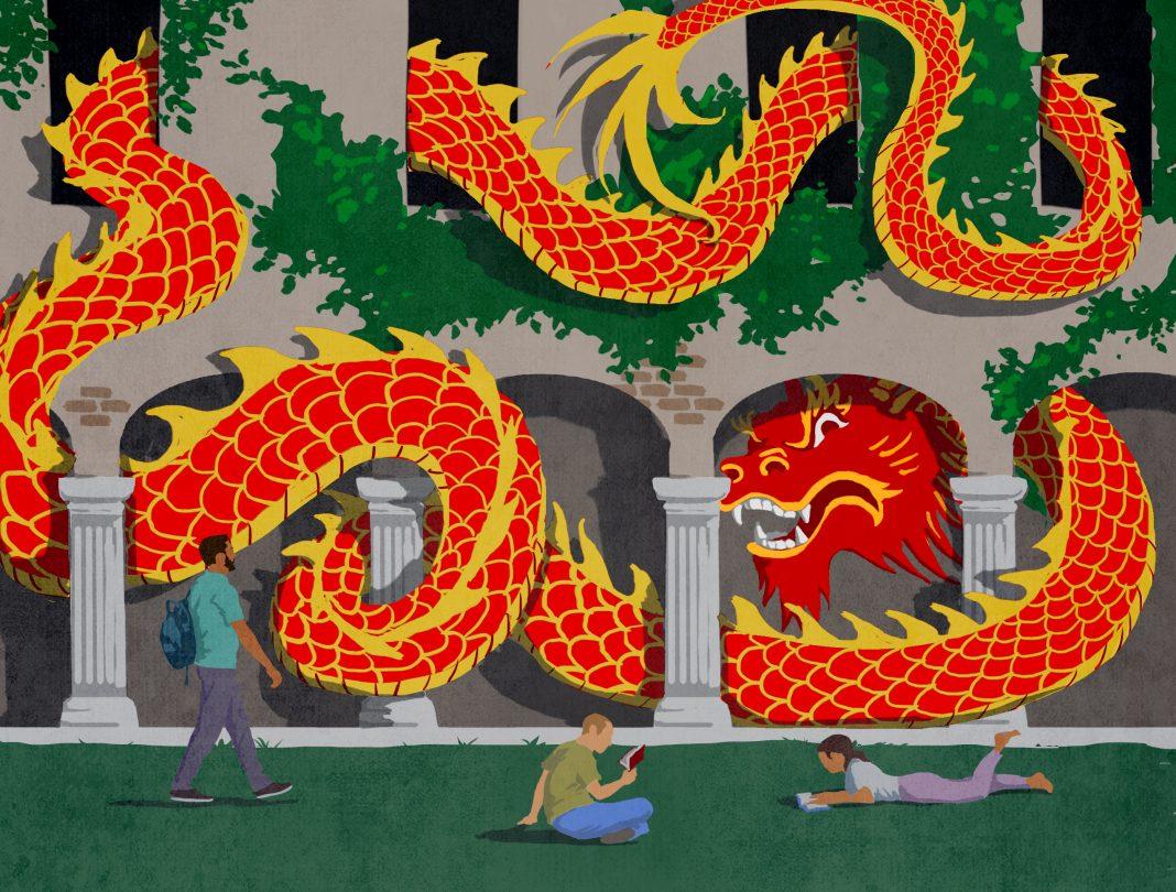 Ilustración de un dragón serpenteando por un edificio cerca de estudiantes que caminan o están sentados en el césped (Depto. de Estado/D. Thompson)