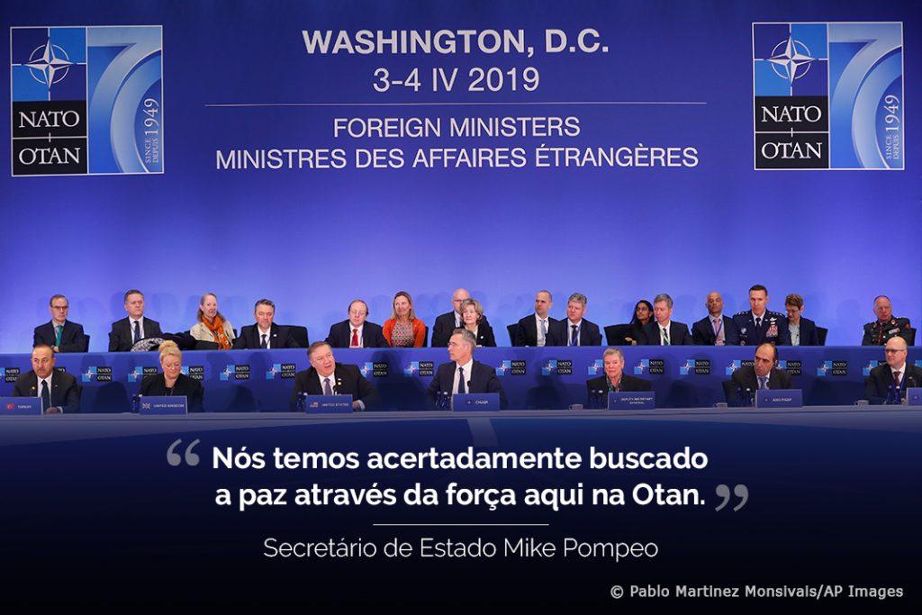 Nesta foto: ministros das Relações Exteriores em reunião da Otan e citação sobreposta de frase proferida por Mike Pompeo (Depto. de Estado/© Pablo Martinez Monsivais/AP Images)