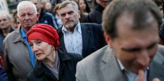 People in a crowd (© Gleb Garanich/Reuters)