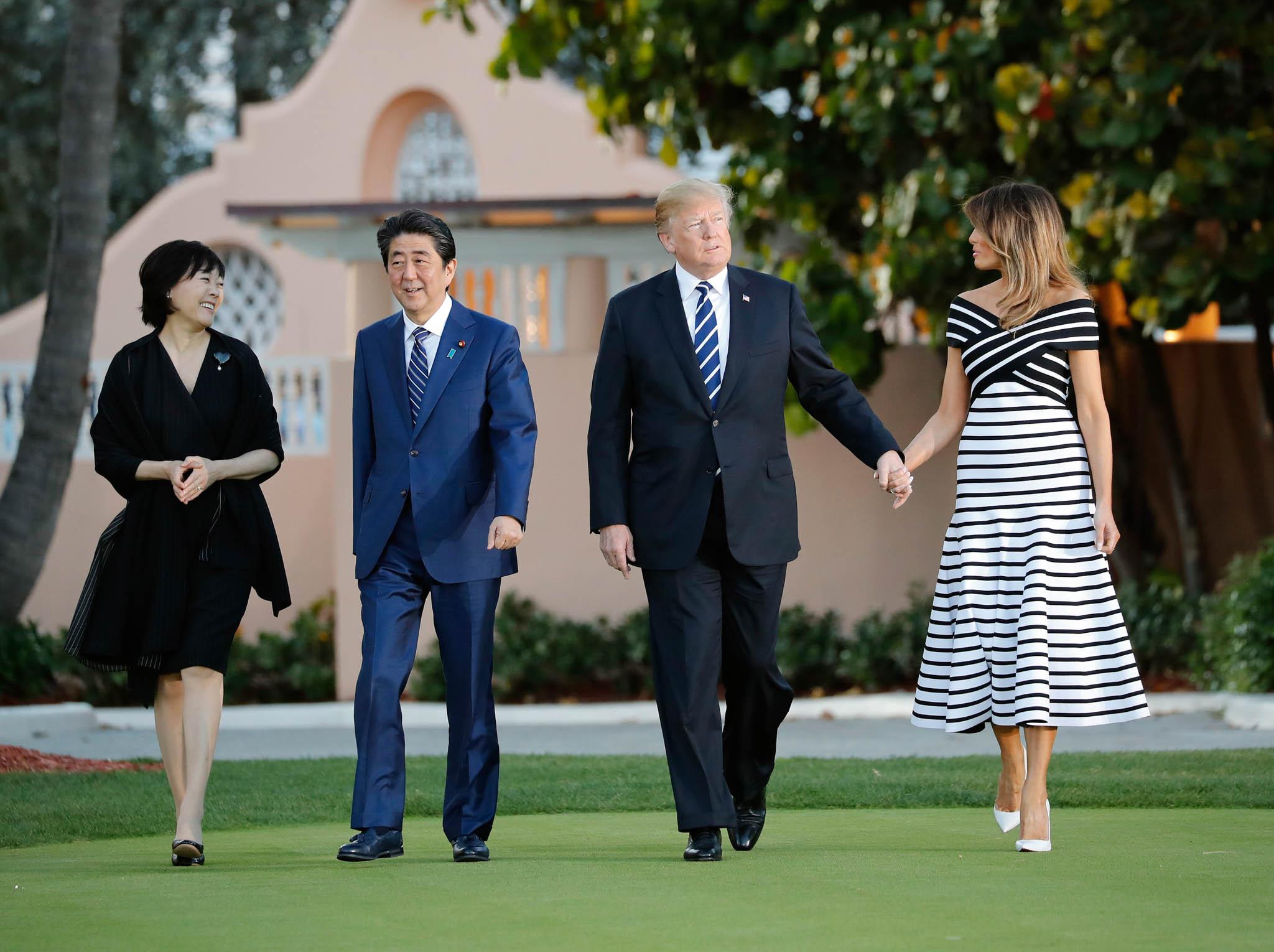 Akie Abe, Shinzō Abe, Donald Trump and Melania Trump walking on the lawn at Mar-a-Lago (© Pablo Martinez Monsivais/AP Images)