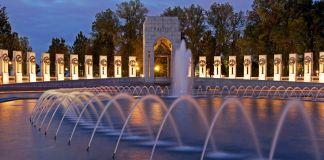 National World War II Memorial, Washington, DC (© Efrain Padro/Alamy)