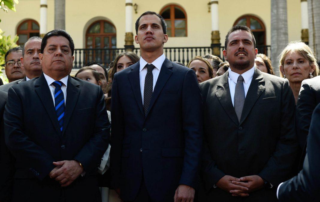 Хуан Гуайдо и депутаты Национальной Ассамблеи Венесуэлы (© Federico Parra/AFP/Getty Images)