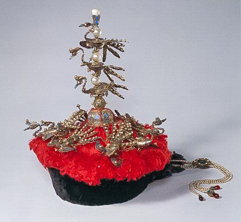 Bonete de corte imperial chino con terciopelo rojo (© The Palace Museum)