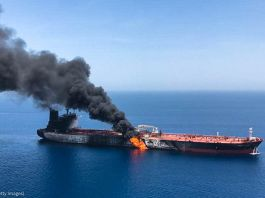 Tanker ship on fire in ocean (© ISNA/AFP/Getty Images)