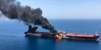 Incendie sur un pétrolier en pleine mer (© ISNA/AFP/Getty Images)