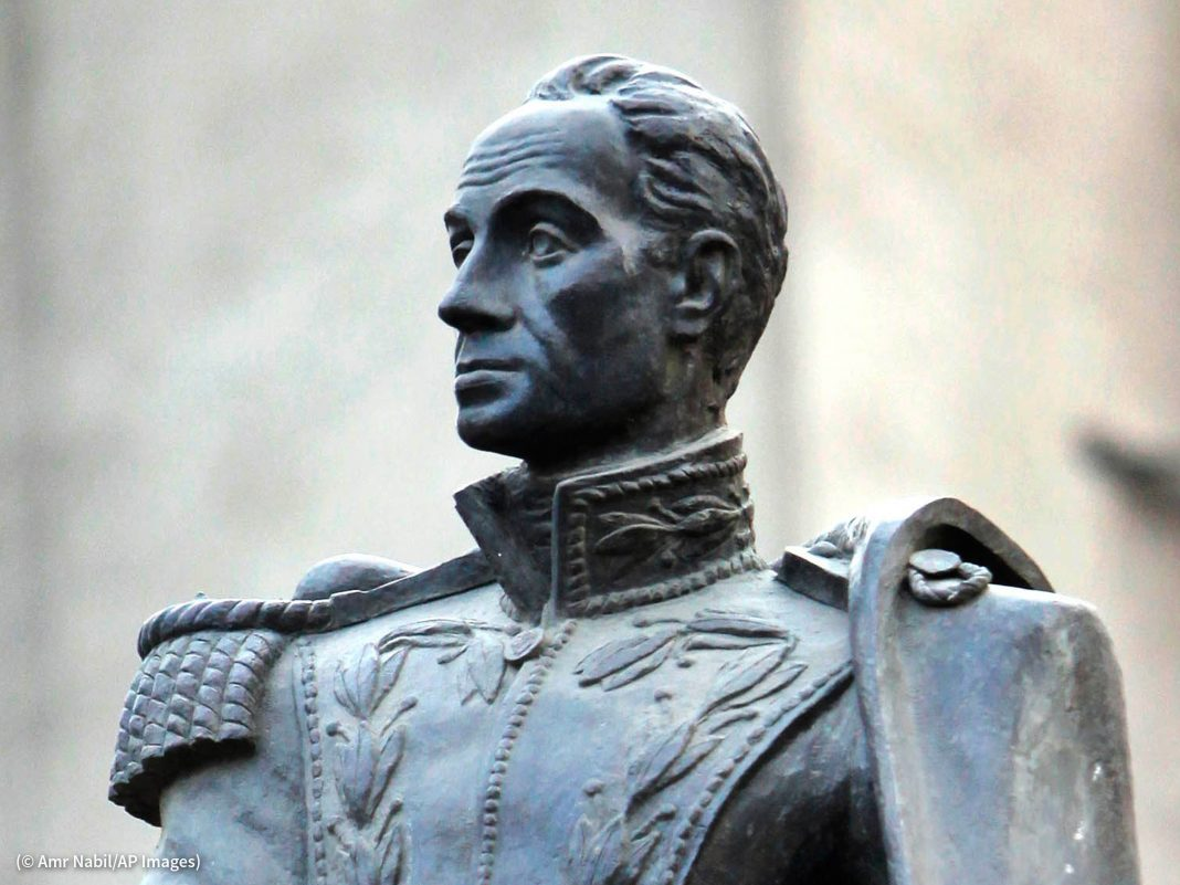 Close-up of a statue of a man in an elaborate uniform (© Amr Nabil/AP Images)