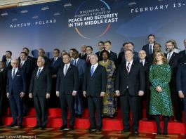 World leaders standing on a stage (© Michael Sohn/AP Images)