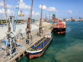 Ships at sea port (© Igor Grochev/Shutterstock)
