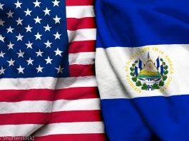 Banderas de Estados Unidos y El Salvador (© Shutterstock)