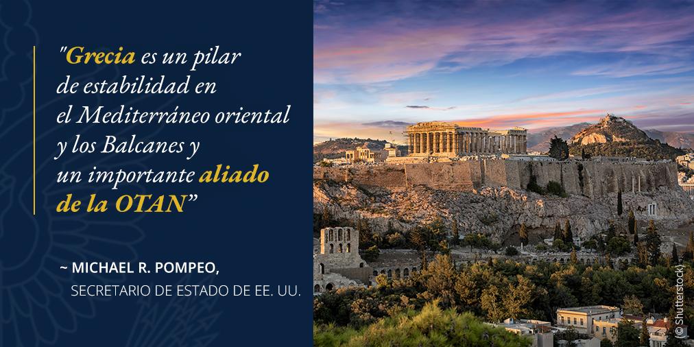 Foto de edificios antiguos junto a un acantilado, con una cita de Pompeo sobre la importancia de Grecia en la región y como un aliado de la OTAN (© Shutterstock)