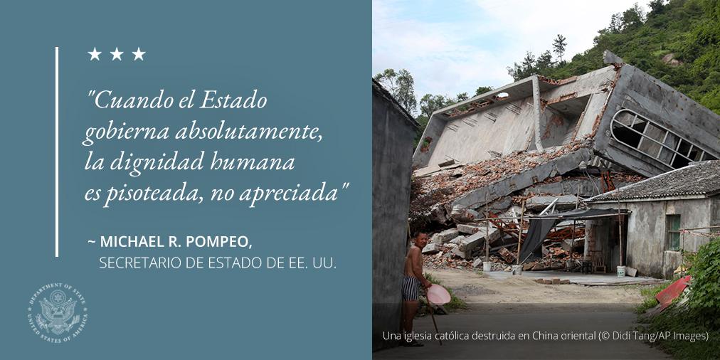 Foto de una iglesia destruida, con una cita sobre pisotear la dignidad humana (© Didi Tang/AP Images)