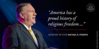 Foto Pompeo dengan kutipan tentang sejarah kebebasan beragama Amerika (State Dept./ Ron Przysucha)