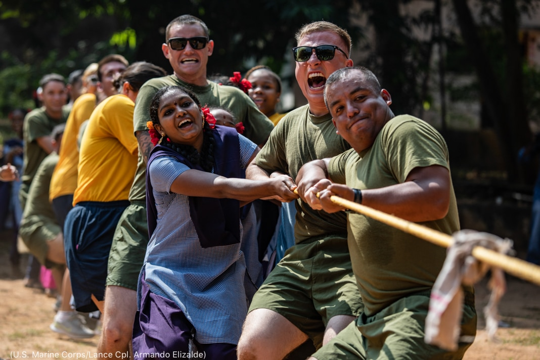 People playing tug-of-war (U.S. Marine Corps/Lance Corporal Armando Elizalde)