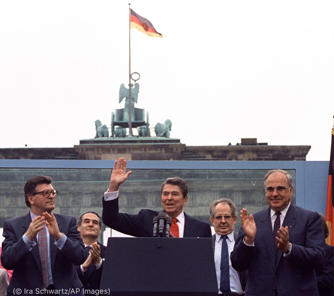 President Reagan waving at crowd in Berlin (© Ira Schwartz/AP Images)