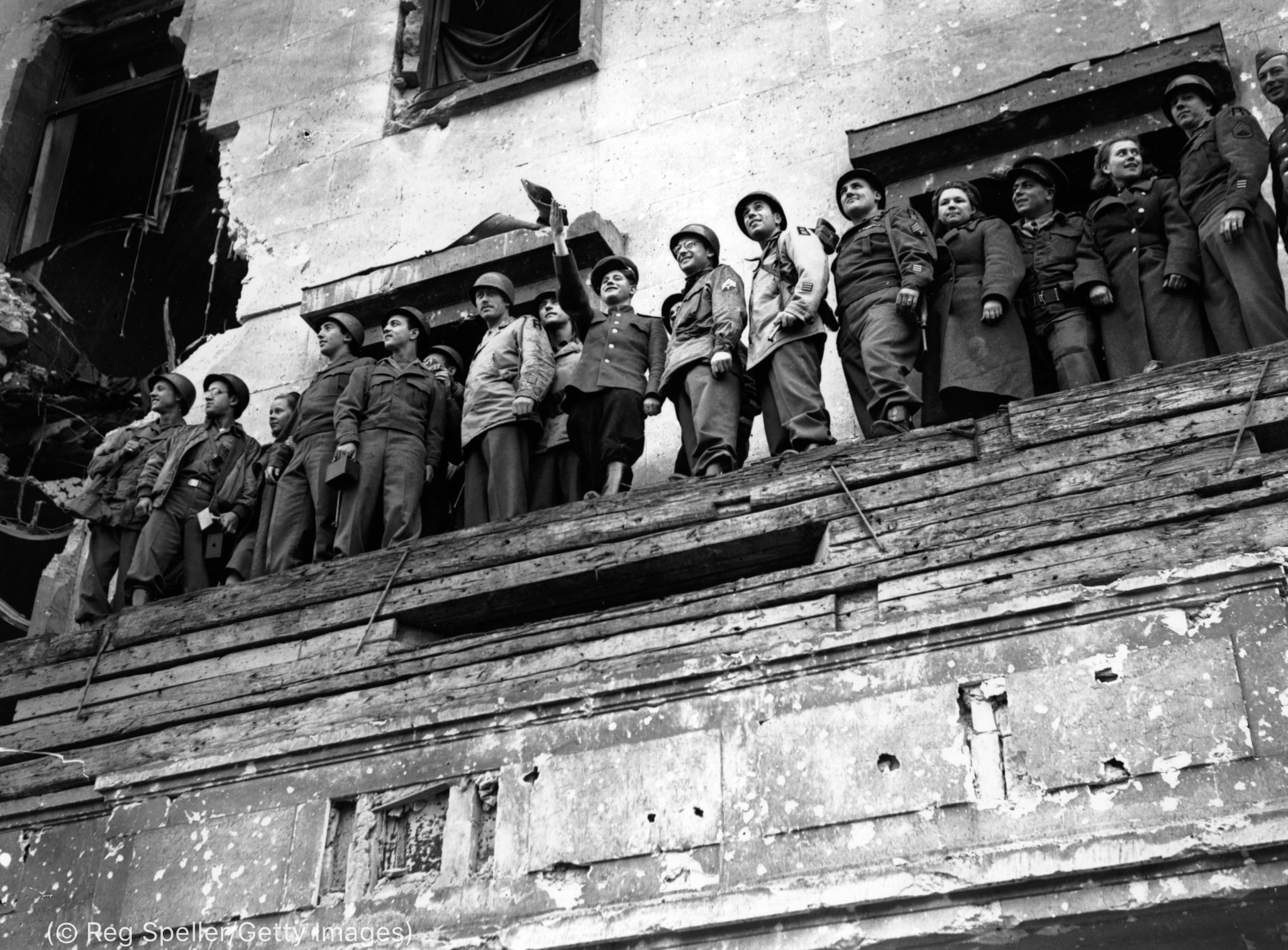 Row of soldiers standing on ledge (© Reg Speller/Getty Images)
