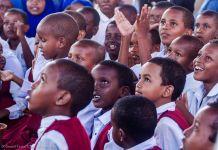 Somalia schoolchildren sitting in a group (©Ismail Taxta/UNICEF-Somalia)