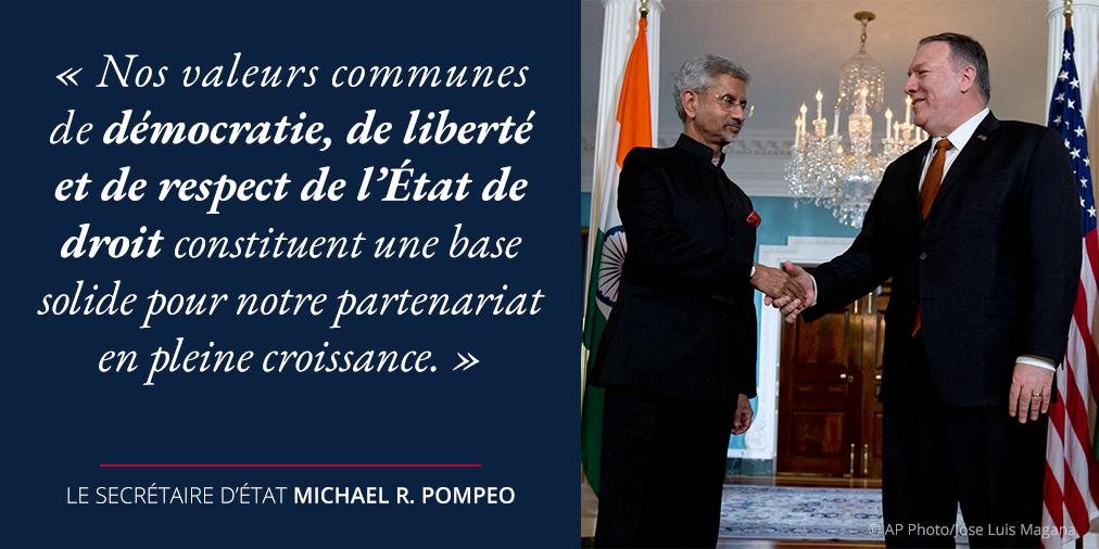 Photo de Pompeo serrant la main de Subrahmanyam Jaishankar avec une citation de Pompeo sur les valeurs communes et un partenariat en expansion (Département d'État)