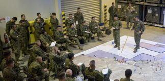 تفصیلات بتانے والے فوجی۔ (U.S. Marine Corps/Staff Sergeant Jordan E. Gilbert)