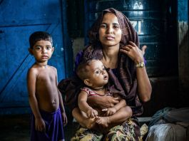 Woman with two children (© John Owens/SOPA Images/LightRocket/Getty Images)