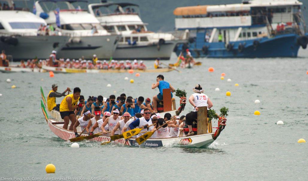 کشتی رانی کا ڈریگن مقابلہ۔ (Derek Ping/U.S. Consulate General Hong Kong & Macau)