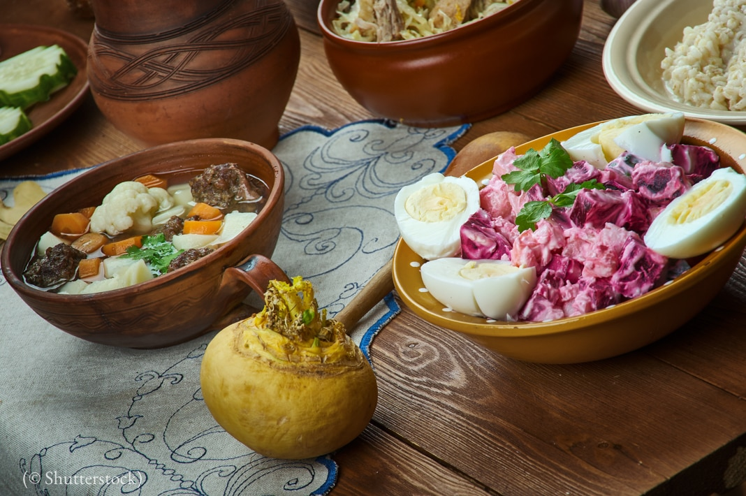 Bowls of different foods (© Shutterstock)