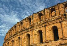 Image du haut d'une structure colossale (© Shutterstock)