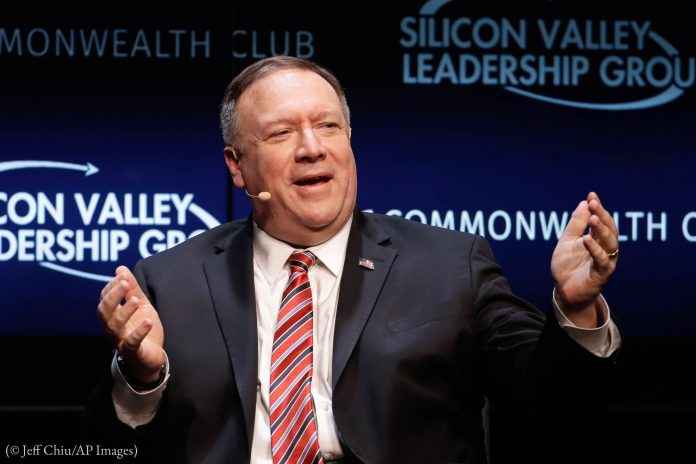 Mike Pompeo speaking with arms raised (© Jeff Chiu/AP Images)