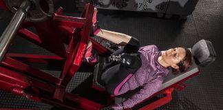 ایک عورت ورزش کر رہی ہے۔ (© Sebastián Rodriguez)