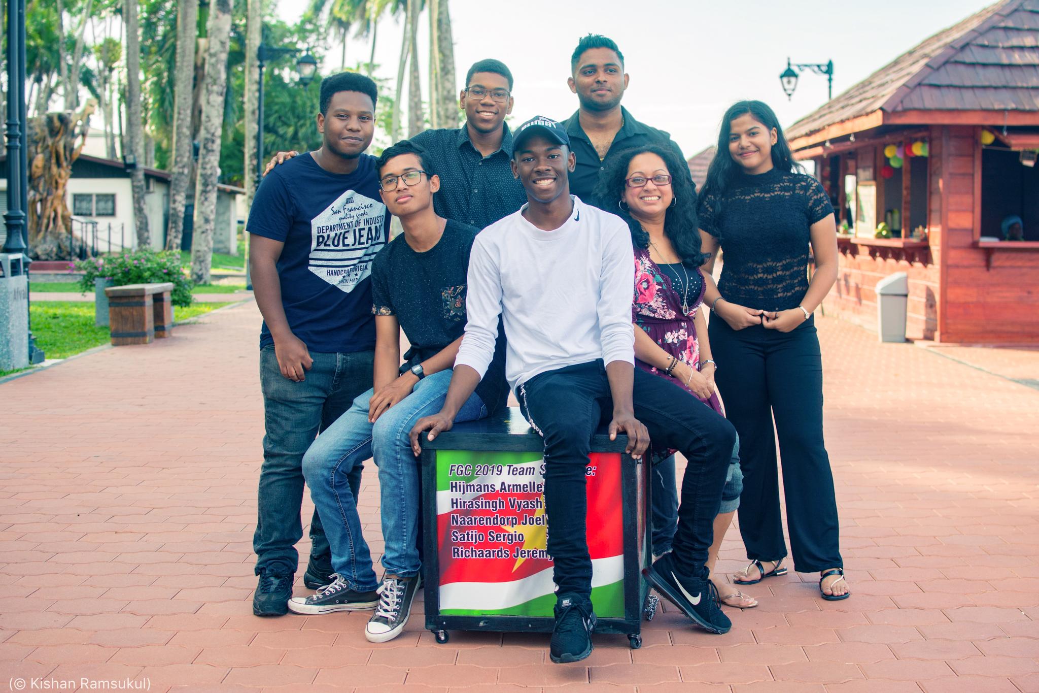 Group of people smiling (© Kishan Ramsukul)
