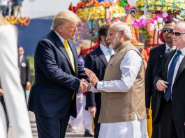 Trump shaking hands with Modi (White House/Shealah Craighead)
