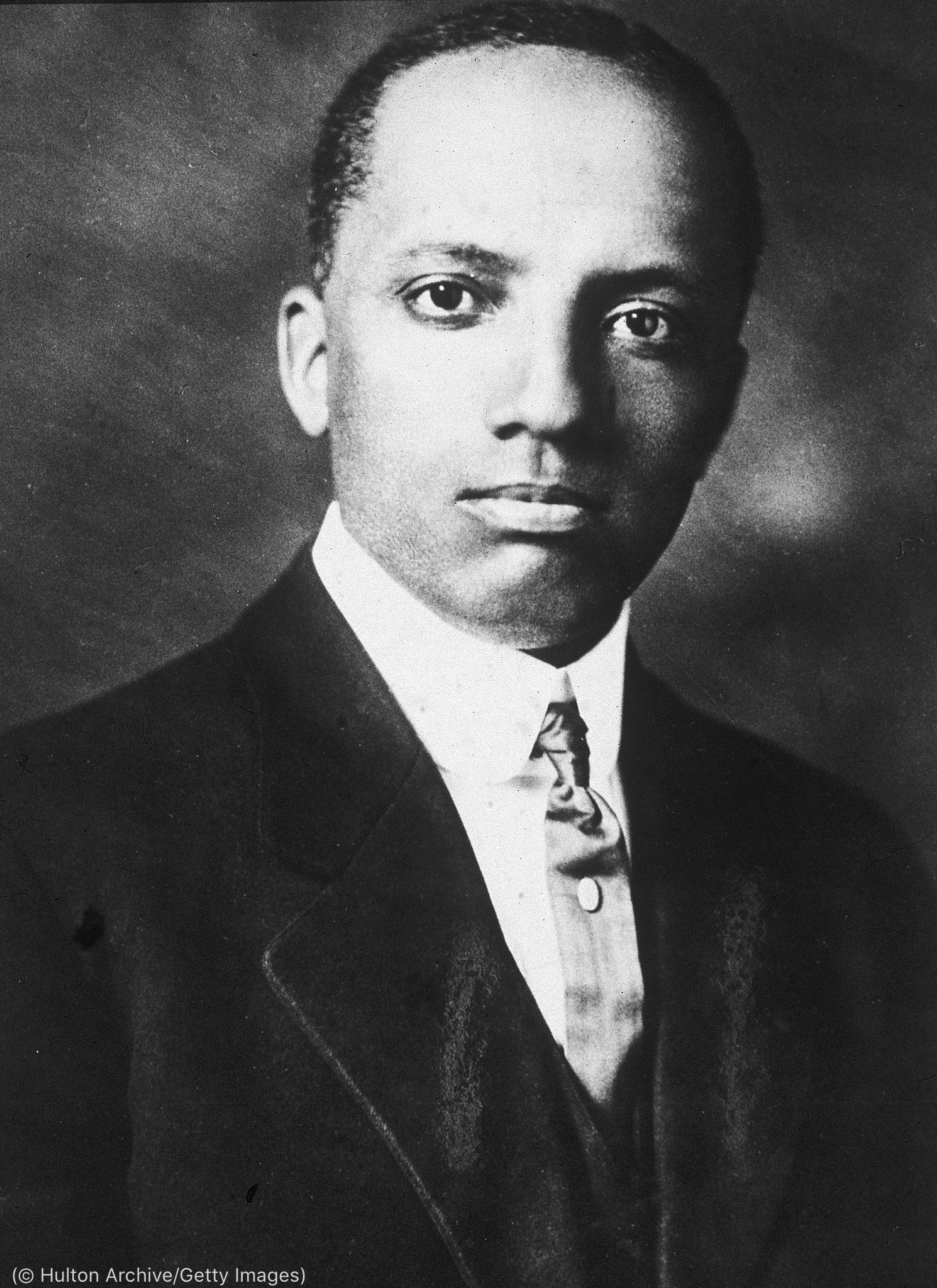 Portrait photo of Carter G. Woodson (© Hulton Archive/Getty Images)